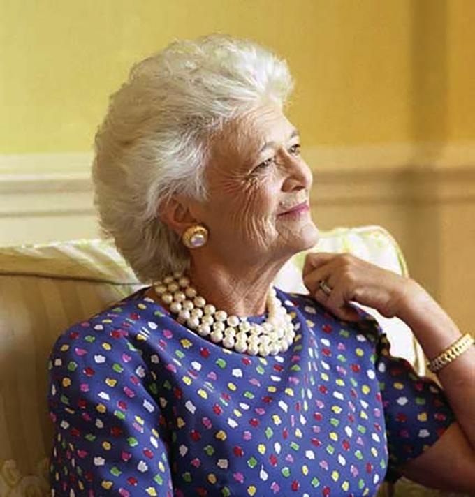 barbara-bush-senior-wearing-pearl-necklace